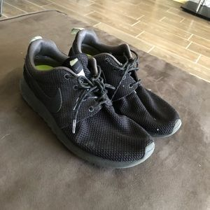 Nike All Black Roshe's with mint accent